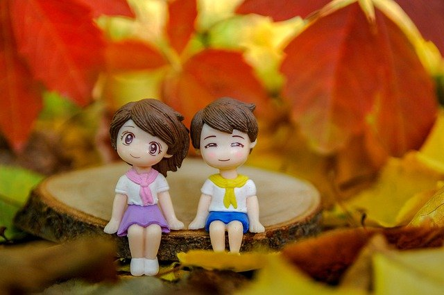 Anime-Paar im Herbst